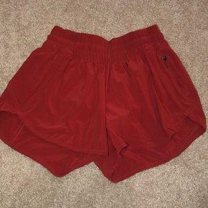 """Lululemon tracker V short 4"""" size 6 Persian red"""